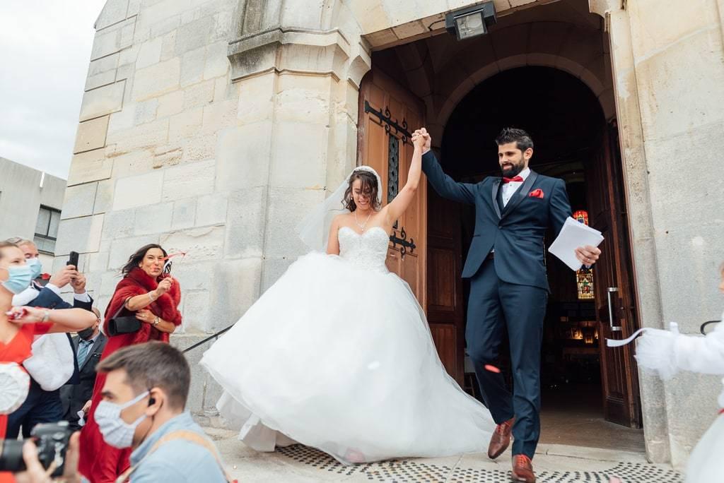 sortie de l'église des mariée
