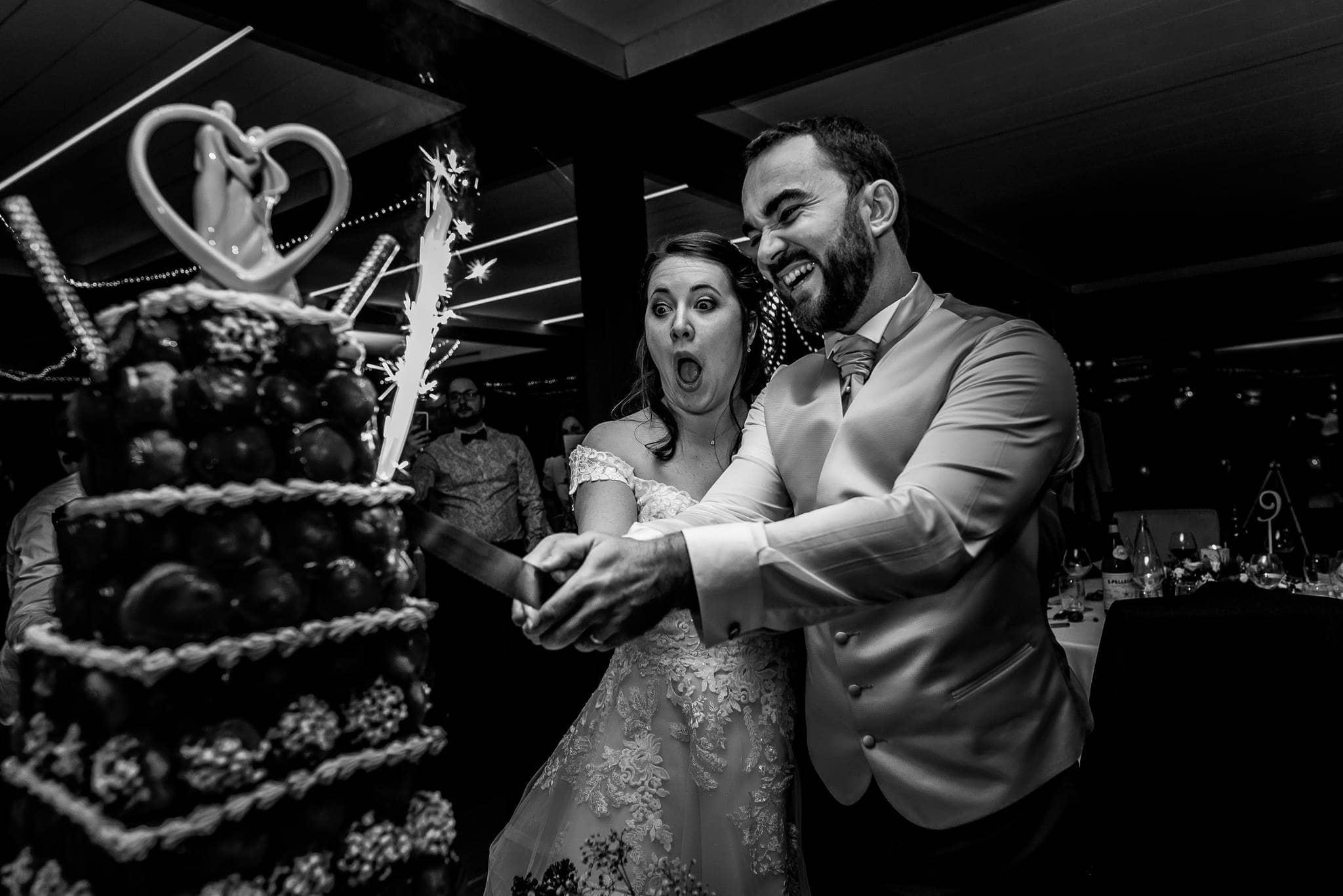 mariés coupe gateau photographe Mariage Angers le mans maine et loire