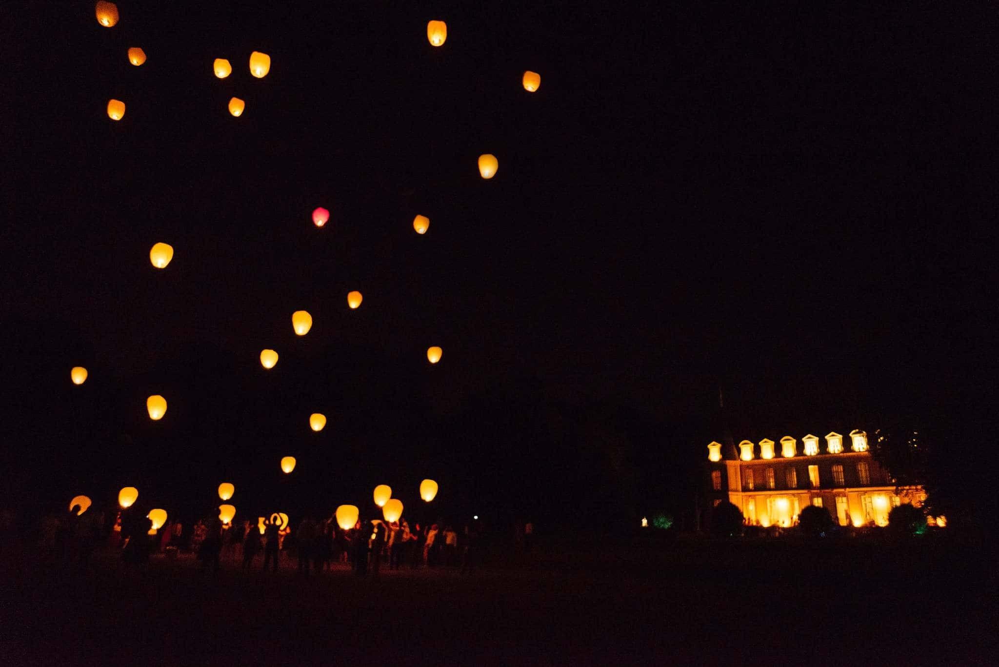 laché de lanterne au château photographe Mariage Angers le mans maine et loire