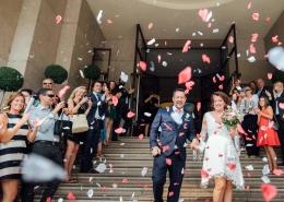 seb et marie mairie petales photographe Mariage Angers le mans loire